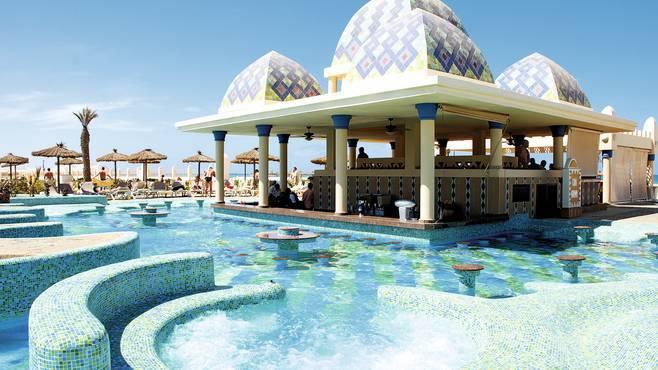 La piscina del RIU Karamboa di Boavista